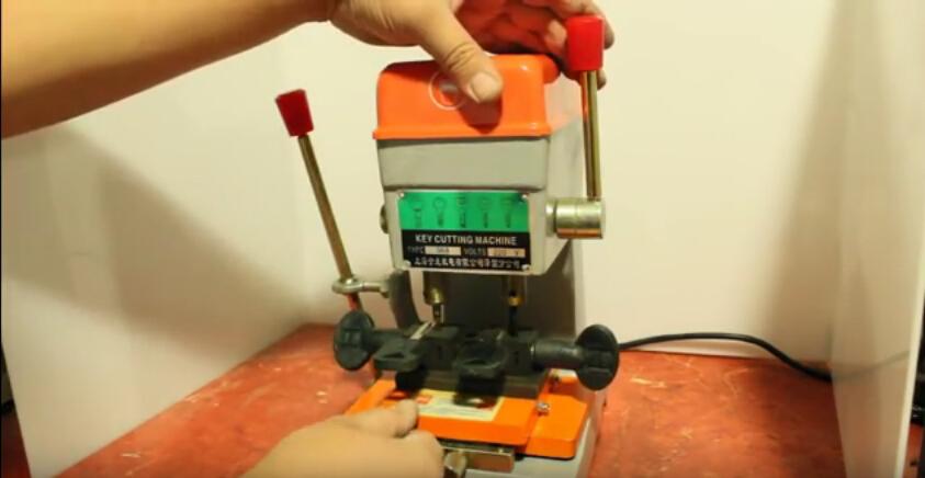 368a-key-cutting-machine-1(1)