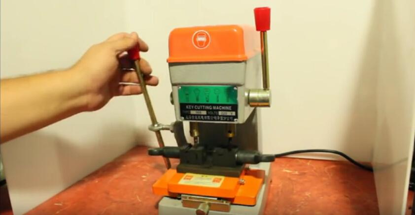 368a-key-cutting-machine-2