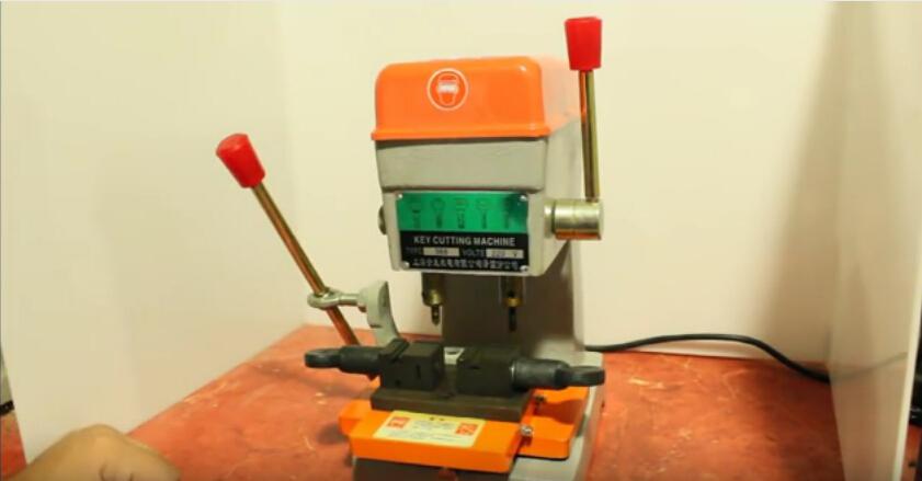 368a-key-cutting-machine-2(1)