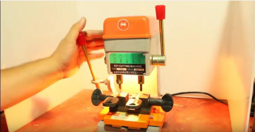 368a-key-cutting-machine-6