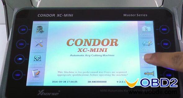 Condor-XC-MINI-Key-cutting-machine-cut-Honda-HON66-key-1
