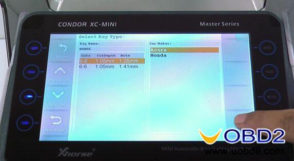 Condor-XC-MINI-Key-cutting-machine-cut-Honda-HON66-key-3