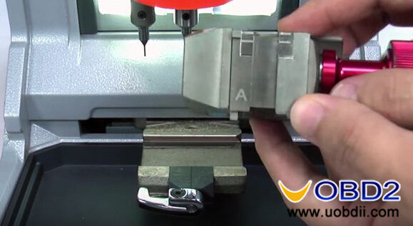 Condor-XC-MINI-Key-cutting-machine-cut-Honda-HON66-key-5