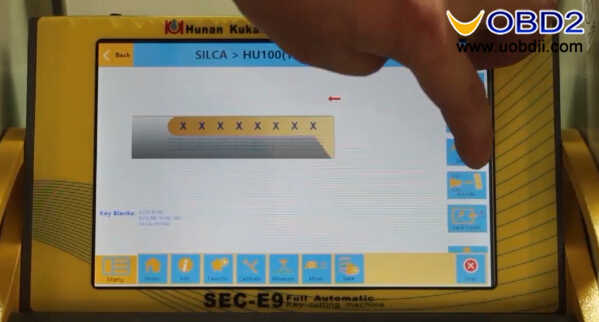 SEC-E9 Key Cutting Machine to Cut Silca HU100 Key (4)