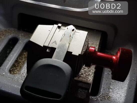 How to Use Xhorse Condor Dolphin Cut Honda HON66 Key (12)