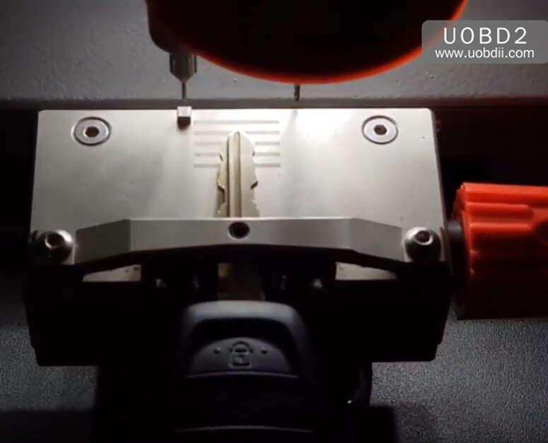How to Use Codor Mini Plus Cut Keys for Huyndai ix35 Grand (7)