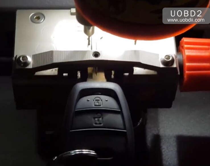 How to Use Codor Mini Plus Cut Keys for Huyndai ix35 Grand (9)