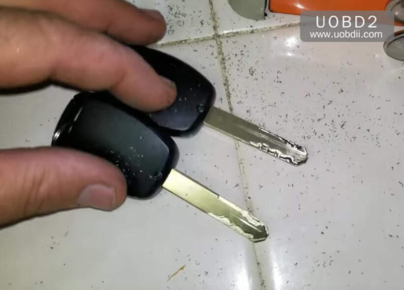 How to Use 368A Key Cutting Machine Cut Honda Laser Key (10)