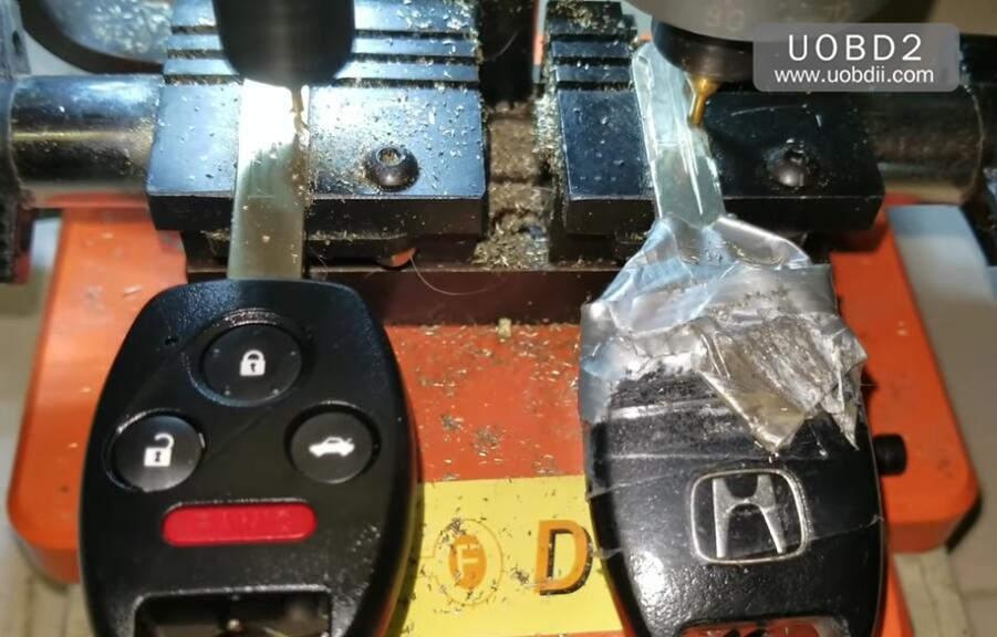 How to Use 368A Key Cutting Machine Cut Honda Laser Key (5)