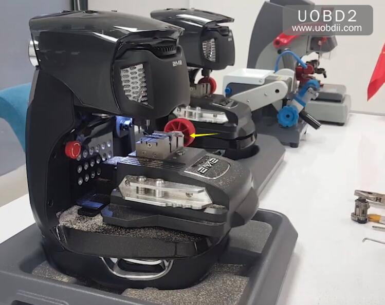 2M2 Magic Tank Duplication TestCuting A New FIAT GT15 Key (10)