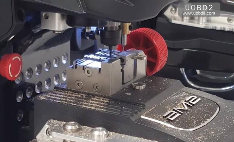 2M2 Magic Tank Duplication TestCuting A New FIAT GT15 Key (14)