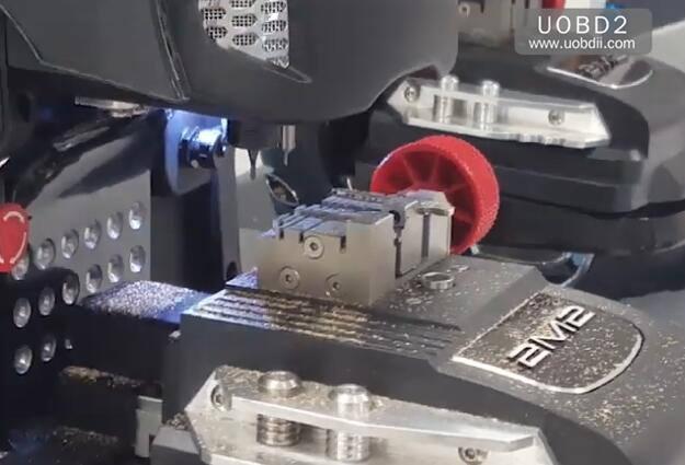 2M2 Magic Tank Duplication TestCuting A New FIAT GT15 Key (15)
