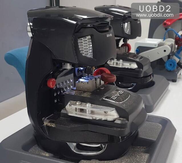 2M2 Magic Tank Duplication TestCuting A New FIAT GT15 Key (9)
