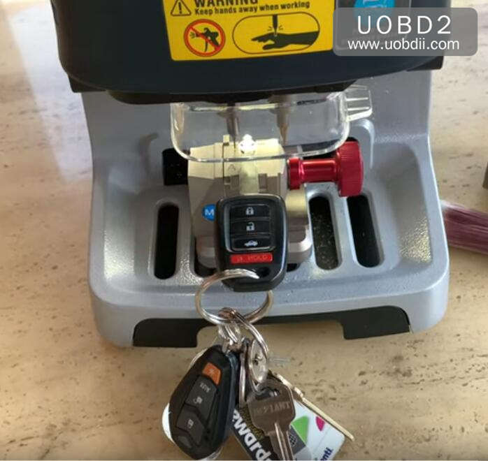 Xhorse Doliphin Duplicate Honda Key in 5 Minutes (1)