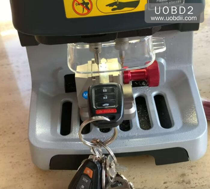 Xhorse Doliphin Duplicate Honda Key in 5 Minutes (2)