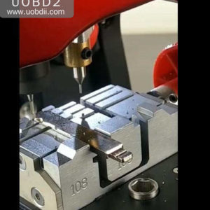 How to Use 2M2 Key Cutting Machine to Cut HON66 Key (10)
