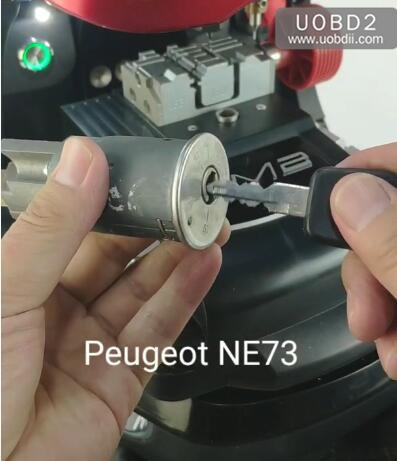 How to Use 2M2 Key Machine Cut Peugeot NE73 Key (1)