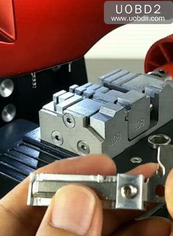 How to Use 2M2 Magic Tank Machine Cut HU64 Key (13)