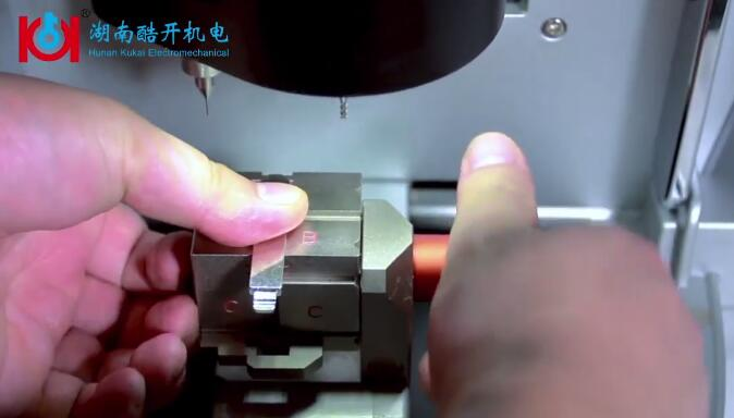 Honda-Accord-Key-Cutting-by-Alpha-Key-Cutting-Machine-9